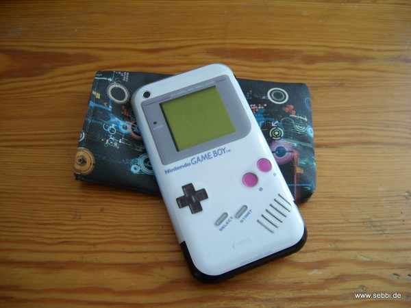 iPhone mit Gameboy Skin