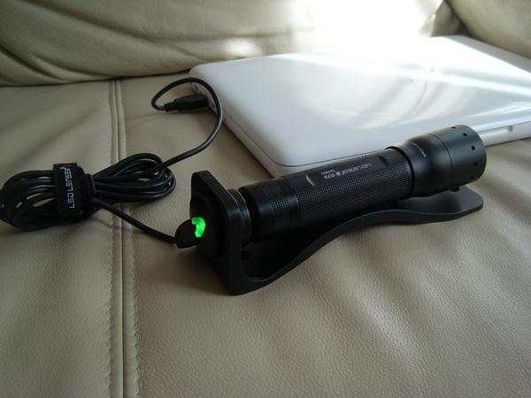modell m7r die erste aufladbare taschenlampe von led lenser im test sebbis blog. Black Bedroom Furniture Sets. Home Design Ideas